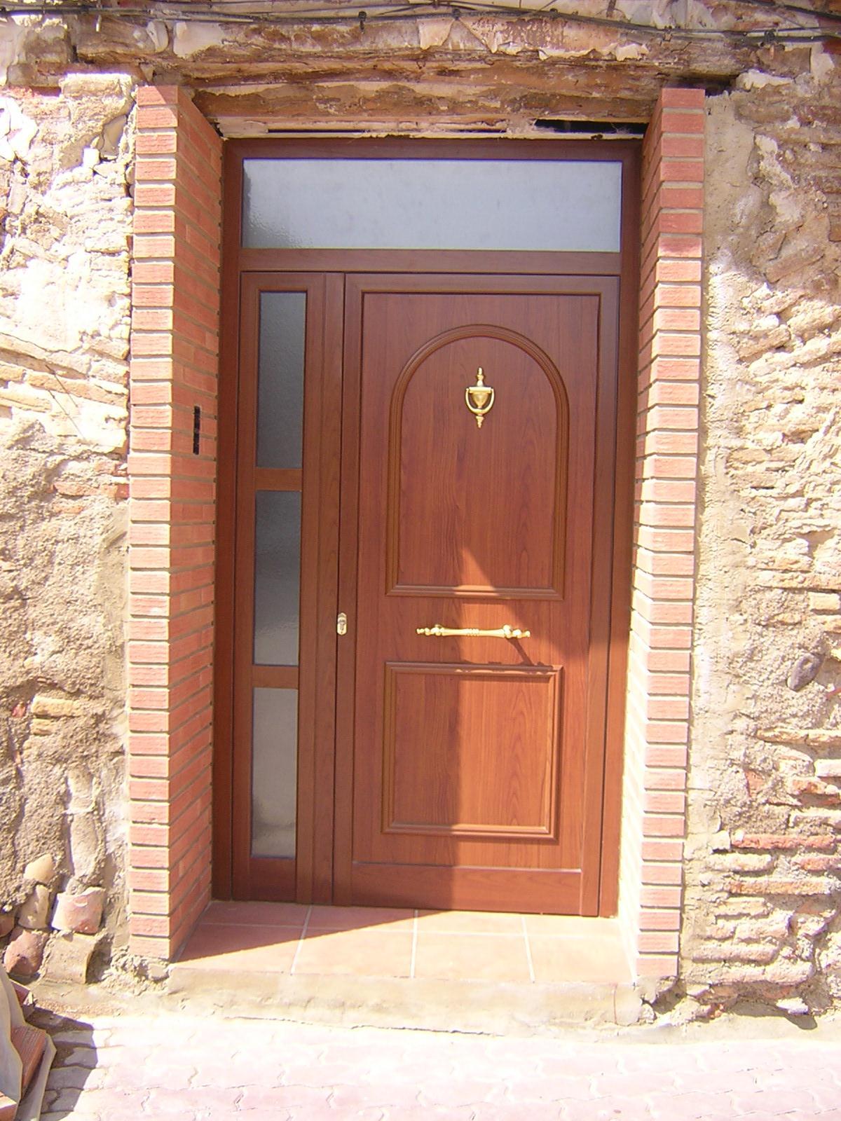 Cecal 2009 puerta de entrada serie cl sica for Puertas de entrada baratas