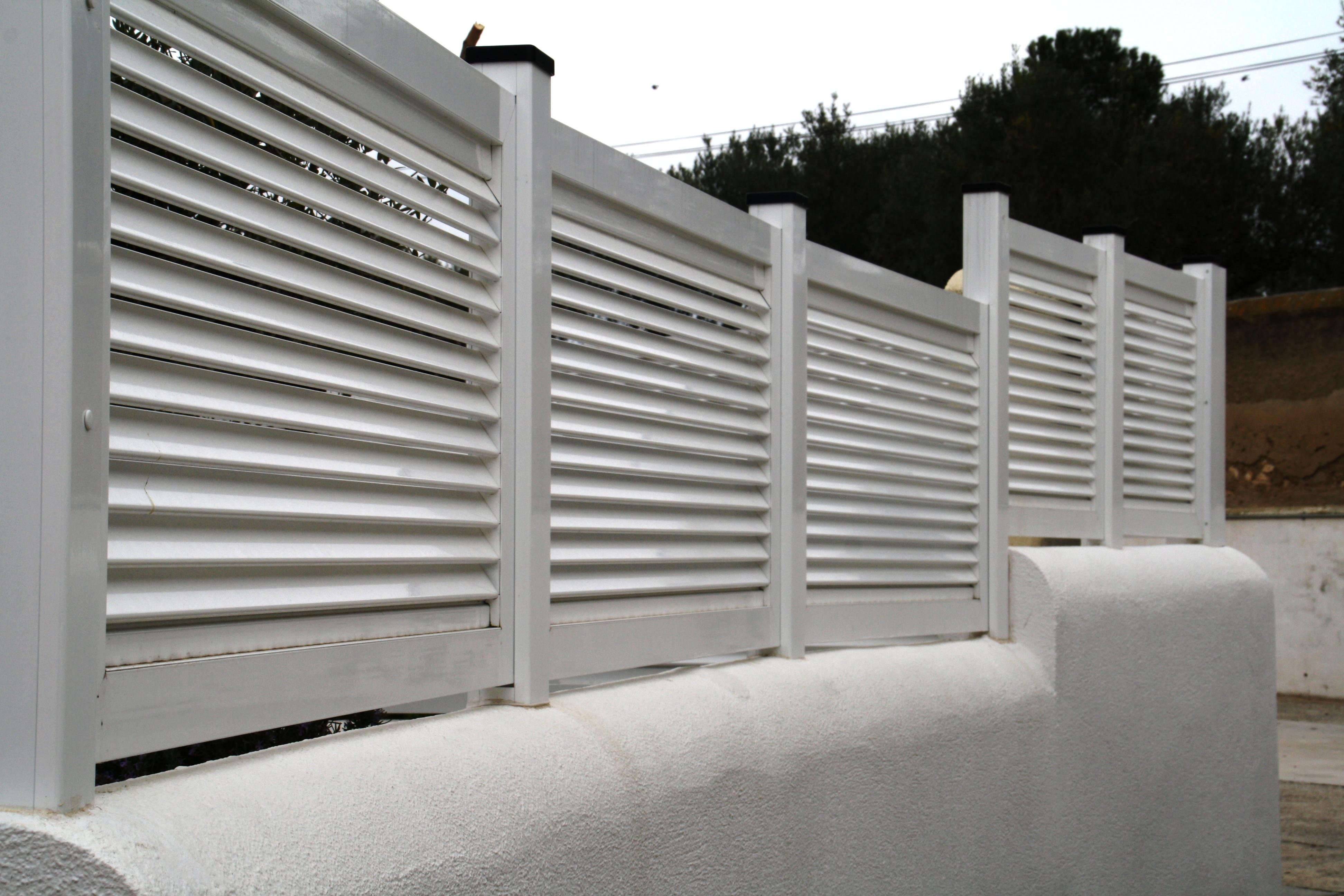 Cecal 2009 valla de aluminio con lama horizontal - Vallas de aluminio ...